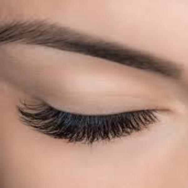 Heather Dyck Beauty Eyelash Extensions 4